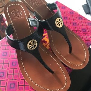 1bc8f8f4b791 Tory Burch Shoes - GUC Tory Burch thong sandals 💋